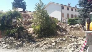 Macerie e distruzione dopo il terremoto del 23 agosto