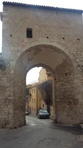 Porta Bazzano, ai piedi di via Fortebraccio