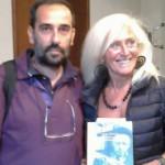 Paola Lagorio il 27 settembre scorso alla presentazione della sua monografia nella Casa Museo Raffaele Bendandi: nell'immagine è con il fotografo Raffaele Tassinari in uno scatto di Giancarlo Padovani