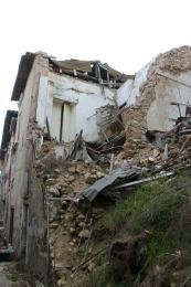 Una delle strade del centro storico dell'Aquila dove sono state recuperate 4 vittime