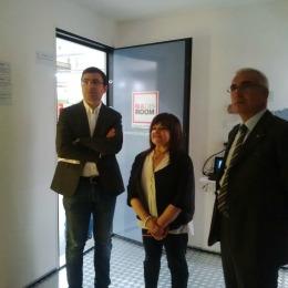 La Senatrice Stefania Pezzopane all'interno del prototipo della Madis Room esposto al Salone della Ricostruzione 2015