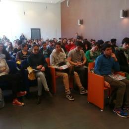 I 100 ragazzi del Linguistico, Classico e Geometri dell'Aquila alla Giornata nazionale della prevenzione sismica partita da L'Aquila lo scorso mese di aprile 2015