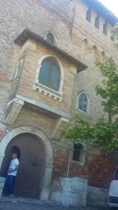 L'arch. Fabio Armillotta davanti alla facciata dell'ex Convento di San Panfilo di Sopltore