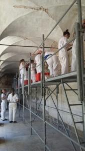 La squadra di restauratori dell'Accademia di Belle Arti dell'Aquila sul cantiere