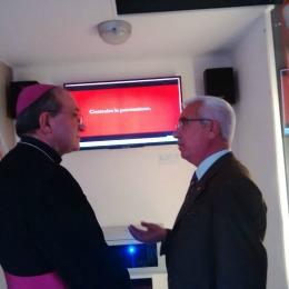 L'arcivescovo dell'Aquila Giuseppe Petrocchi all'interno della Stanza Antisismica